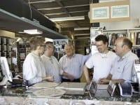 Jens Jensen og hans medarbejdere glæder sig til, at mange kunder kigger forbi Marinebuen 3 lørdag den 3. oktober fra kl. 8-16.