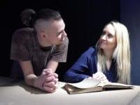 Lukas Rostgaard Hartvig og Julie Anna Hedegaard spiller sammen i jubilæumsforestillingen Nattergalen.