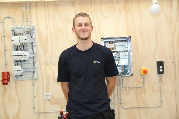 Pæren i orden - Lokalt elektrikertalent kvalificerer sig til DM