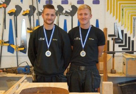 Med guldmedaljerne om halsen er Mads og Mathias klar til DM i Skills 2019. Foto: EUC Sjælland