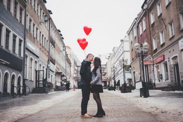 Valentines: Så vigtig er øjenkontakt for en succesfuld date
