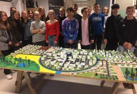 Sidste år præsenterede elever fra Susåskolen afd. Glumsø deres by Rundkøbing, hvor de blandt andet havde indtænkt wind trees. (pr).