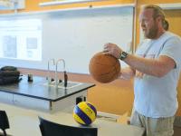 Tidligere modtager af H.C. Ørsted bronzemedaljen, Martin Frøhling Jensen underviser i fysik. Foto: Ørsted